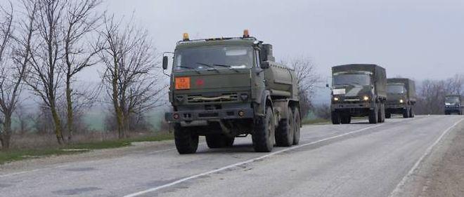 Les chars russes entrent à Simferopol, en Crimée, le 9 mars 2014.