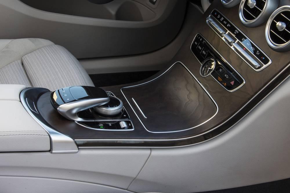Le Touchpad sur la console est beaucoup plus pratique avec notamment un repose main. ©  Mercedes