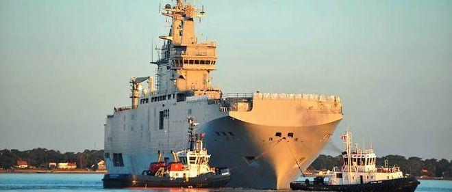 Le Vladivostok, un des deux navires de type Mistral, vendu à la Russie lors de son premier essai en mer à Saint-Nazaire.