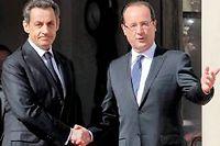Nicolas Sarkozy et François Hollande le 15 mai 2012 lors de la passation de pouvoir à l'Élysée. ©Thibault Camus/AP/Sipa