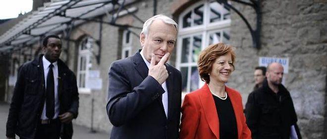 Jean-Marc Ayrault et son épouse Brigitte lors du premier tour des municipales à Nantes, le 23 mars 2014.