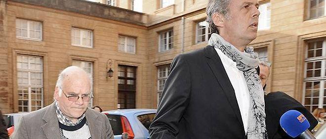 Henri Leclaire (à gauche) lors de son arrivée à la cour d'assises de Metz, le 1er avril 2014, avec son avocat Me Hellenbrand.