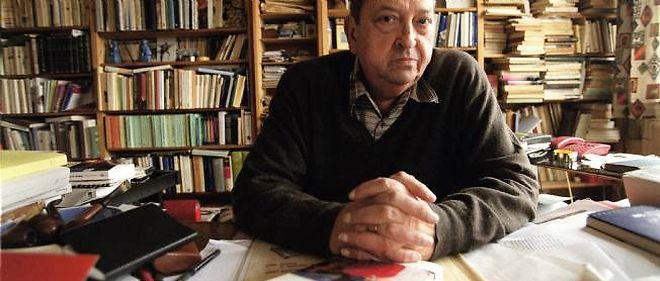 Le médiéviste Jacques Le Goff, dans son bureau, en 1999.