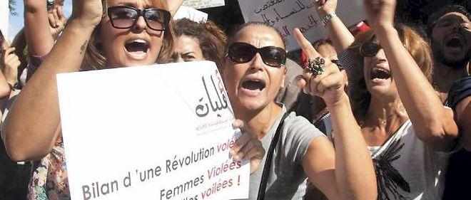 Manifestation le 2 octobre à Tunis en faveur d'une femme violée par la police et accusée d'attentat à la pudeur.