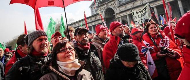 Des dizaines de milliers de manifestants ont défilé à Bruxelles contre l'austérité.