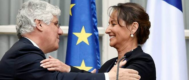 Passation des pouvoirs entre Philippe Martin et Ségolène Royal, le 2 avril à l'hôtel de Roquelaure.