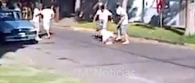 Capture d'écran d'une vidéo amateur montrant le lynchage d'un voleur en Argentine.