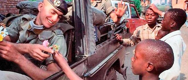 Les soldats français de l'opération Turquoise en route pour le Rwanda depuis le Zaïre.