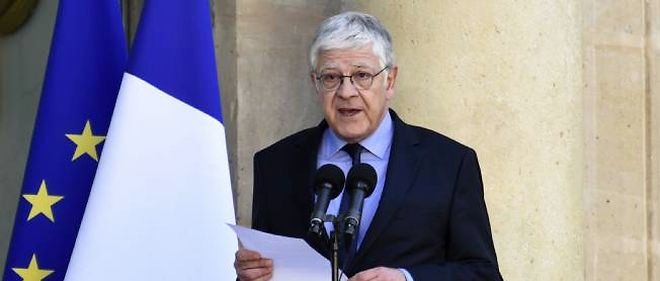 Pierre-René Lemas, secrétaire général de l'Élysée sur le départ, annonce les 14 nouveaux secrétaires d'État du gouvernement Valls.