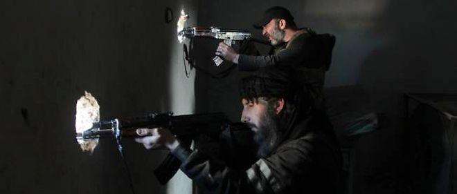 Des rebelles se battent contre les forces du gouvernement en Syrie. Photo d'illustration.