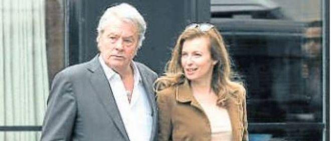 Alain Delon et Valérie Trierweiler lors de leur rencontre organisée le 2 avril dernier.