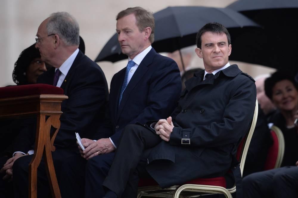 Manuel Valls sur la place Saint-Pierre, dimanche © Filippo Monteforte
