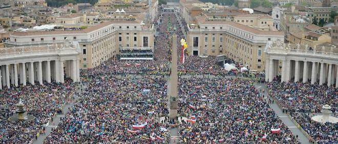 La place Saint-Pierre de Rome et la via della Conciliazione, dimanche matin.