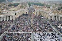 La place Saint-Pierre de Rome et la via della Conciliazione, dimanche matin. ©Filippo Monteforte