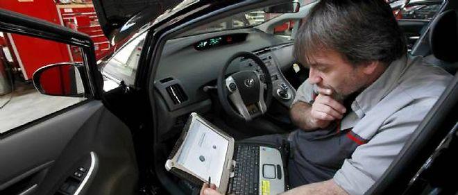 Bardées d'électronique, les voitures modernes sont désormais la proie de voleurs maîtrisant les subtilités du piratage informatique qui pourraient bientôt en prendre le contrôle à distance!