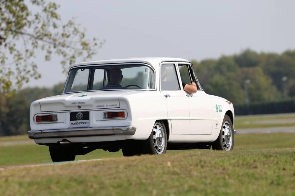 La Giulia TI n'a jamais été remplacée et BMW s'est engouffré dans la brèche ©  Alfa Romeo