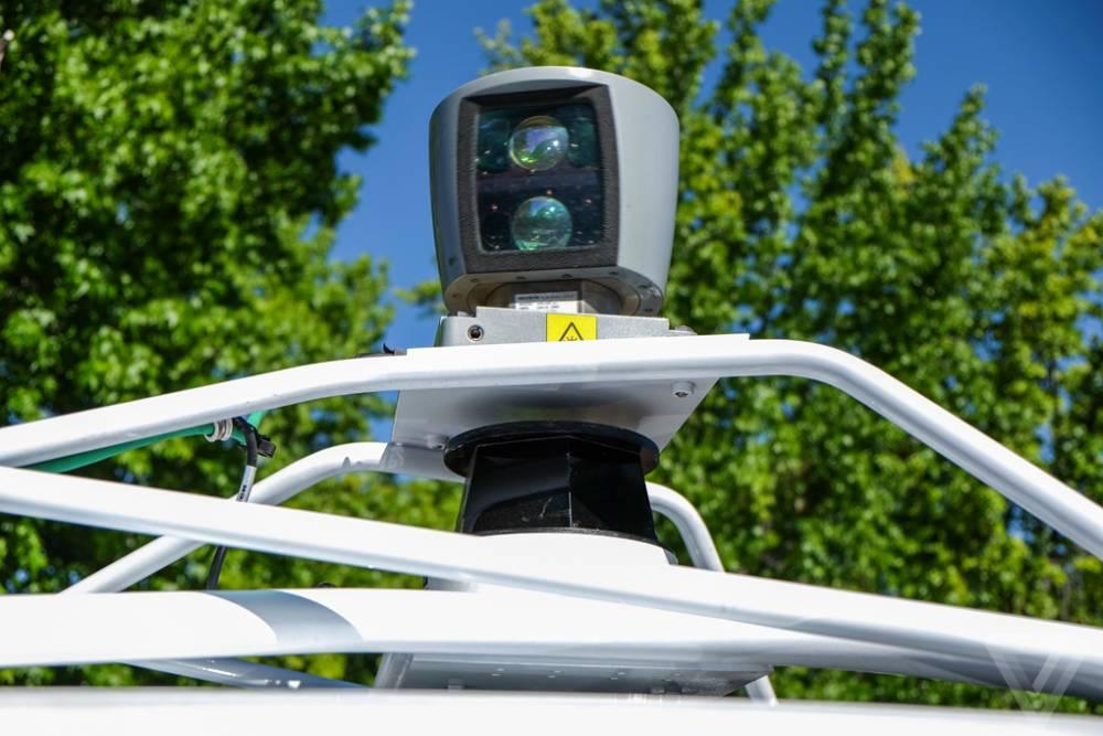 Google s'efforce de miniaturiser le radar de toit, encore lourd et volumineux. ©  GLENN CHAPMAN / AFP