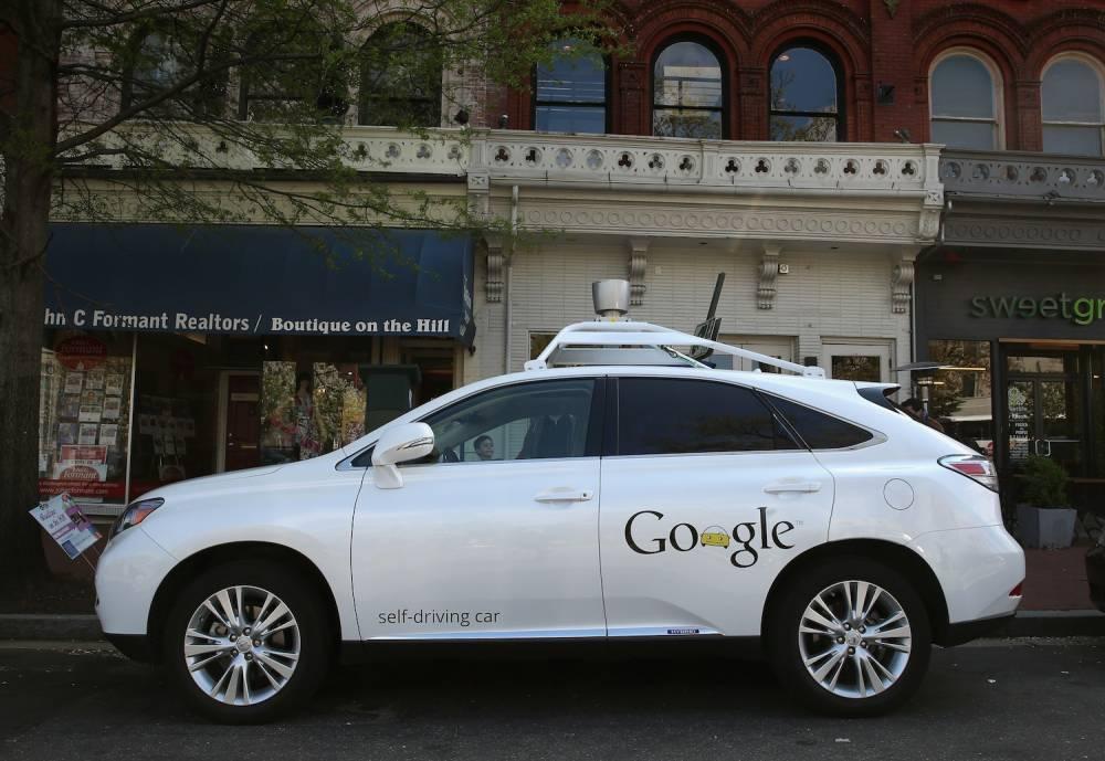 Une batterie de Lexus blanches sillonnent la Californie pour enregistrer tous les itniéraires dans la mémoire Google. © Mark Wilson Getty Images/AFP