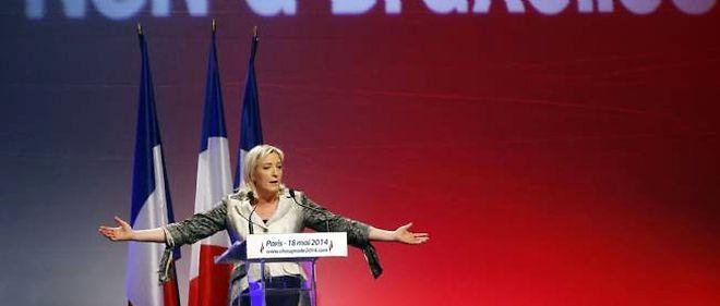Marine Le Pen en meeting à Paris pour les européennes le 18 mai 2014.