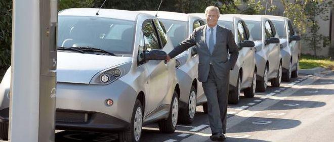 """Le président du groupe Bolloré, ici à Paris, a présenté lundi avec le maire d'Indianapolis le service d'auto-partage 100 % électrique """"BlueIndy""""."""