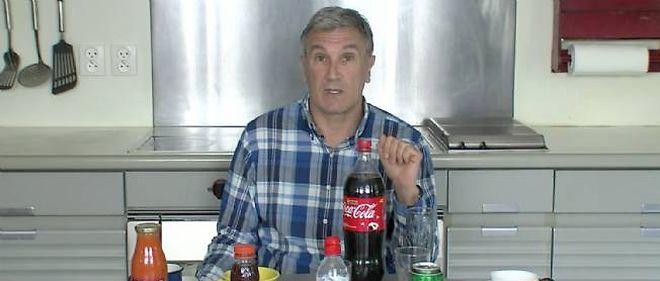 Un membre de Debout la République explique l'Europe avec des boissons. Capture d'écran.