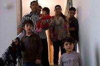 La famille Dibrani, ici à Mitrovica, au Kosovo, en 2013. ©Visar Kryezyu/Sipa