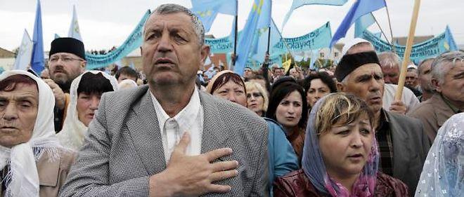 Malgré les tensions et les menaces, plusieurs milliers de Tatars de Crimée ont célébré à Simferopol le 70e anniversaire de la déportation de 200 000 hommes et femmes par Staline en 1944.