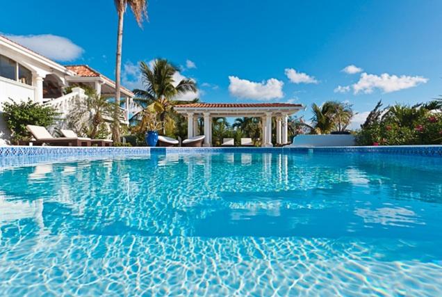 La piscine de la villa Pamplemousse ©  DR