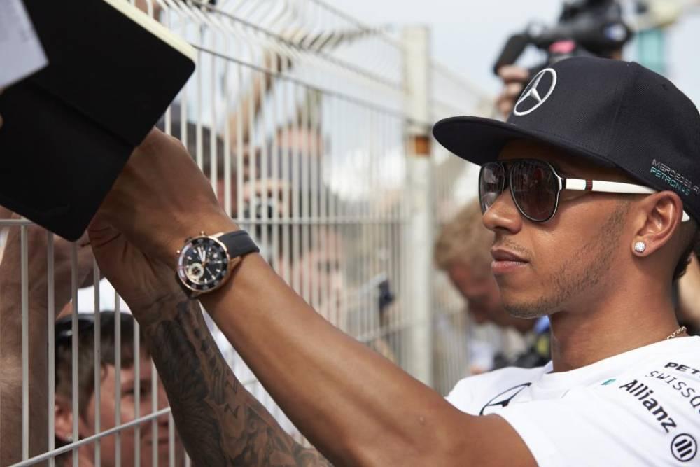 Hamilton finira par comprendre que son ami Rosberg n'a pas torpillé sciemment sa qualification ©  Mercedes