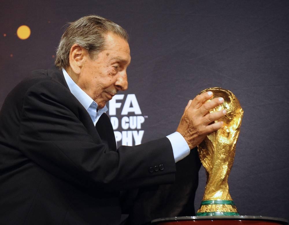 Alcides Ghiggia , l'auteur du deuxième but uruguayen, est encore aujourd'hui l'ennemi public numéro un du Brésil, plus de 50 ans après. ©  MIGUEL ROJO/AFP