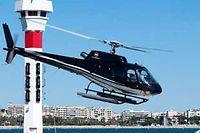 Un baptême en hélicoptère permet de découvrir la baie sous un angle nouveau. ©Patrice Coppee/AFP
