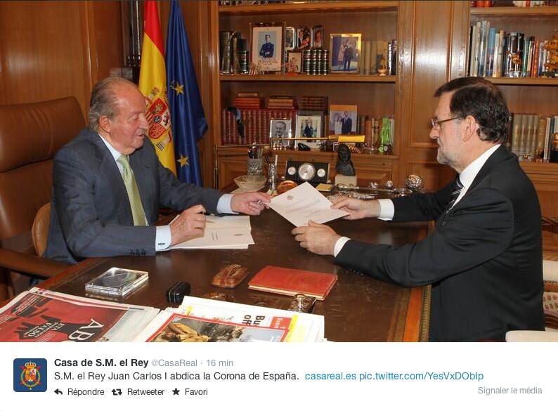 Juan Carlos remettant sa démission à Mariano Rajoy, lundi matin © Casa Real