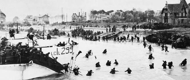 Les troupes canadiennes débarquent à Juno Beach le 6 juin, à 7 h 55.