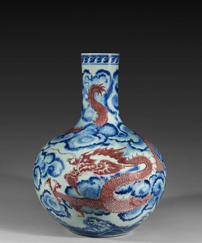 Vase chinois d'époque Qianlong. De 400 000 à 500 000 euros. Hotel des ventes du Marais, Groupe Ivoire Saint-Etienne, 19 juin.