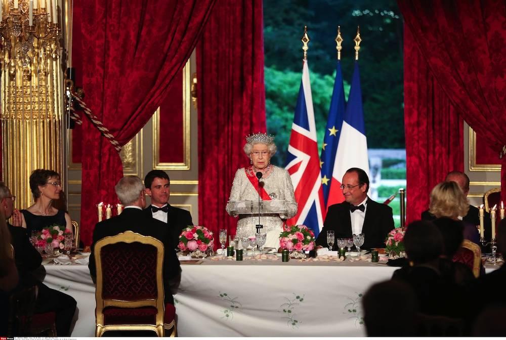 François Hollande s'est assis avant la reine à l'Élysée le 5 juin. ©  AFP