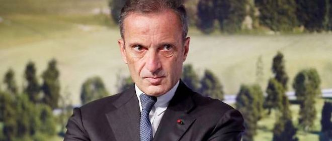 Henri Proglio, le P-DG d'EDF, soupçonné de trafic d'influences au profit de son épouse l'actrice Rachida Khalil.