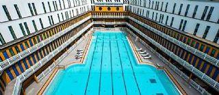 Le grand bassin de la piscine Molitor, à Paris.