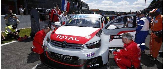 Muller gagne la première course, mais López, victorieux de la seconde, se maintient en tête du championnat