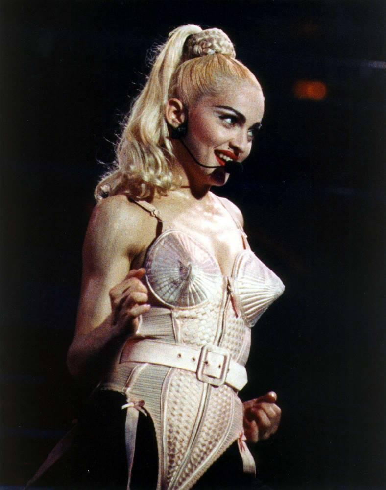 Madonna en body Jean-Paul Gaultier, ici lors d'un concert à Philadelphie en 1990 ©  SEAN KARDON/AP/SIPA