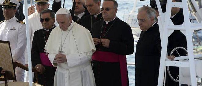 Le pape François prie pour les immigrés à Lampedusa.
