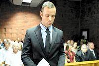 Le champion paralympique sud-africain Oscar Pistorius, accusé du meurtre de sa petite amie Reeva Steenkamp.