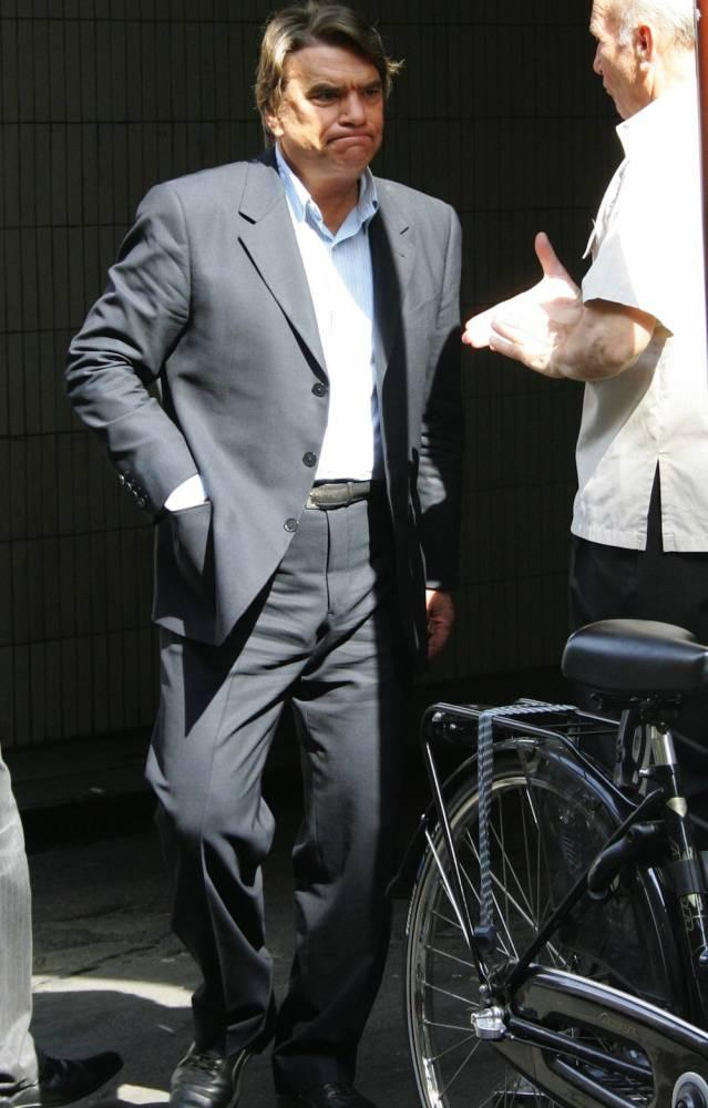 Bernard Tapie sort du QG de campagne de Nicolas Sarkozy en 2007 ©  Sipa