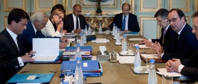 François Hollande, Manuel Valls et plusieurs ministres (photo d'illustration).