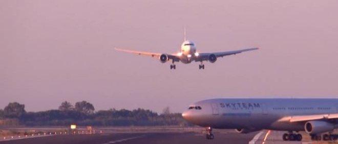 Un accident aérien a été évité de justesse samedi à l'aéroport de Barcelone.