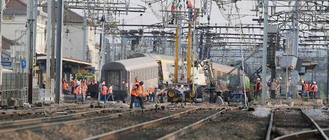 La gare de Brétigny-sur-Orge après le déraillement d'un train, en juillet 2013.
