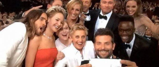 Le célèbre cliché pris lors de la cérémonie des Oscars par la présentatrice Ellen DeGeneres.