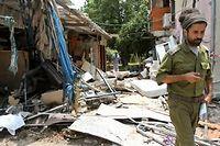 Une roquette est tombée sur une maison de la petite localité de Yahoud, à 1,5 km de l'aéroport Ben Gourion, déclenchant l'annulation de nombreux vols. ©GIL COHEN MAGEN / AFP