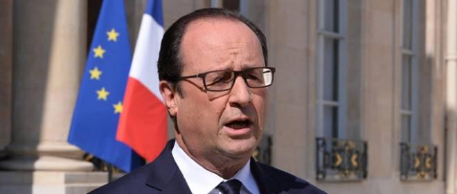 François Hollande s'exprime depuis l'Élysée au sujet du crash du vol Air Algérie, le 25 juillet 2014.
