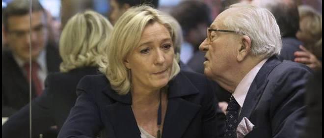 Pour Jean-Marie Le Pen et sa fille Marine présidente du FN, la politique passe souvent avant les sentiments.
