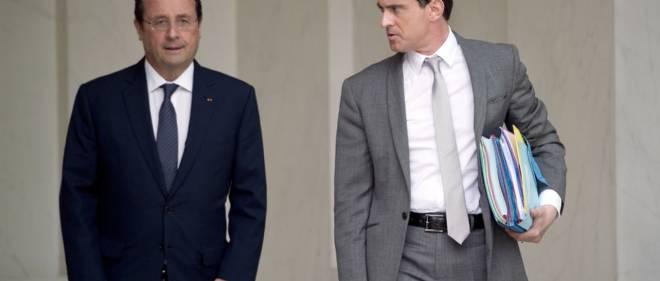 Le président de la République François Hollande, accompagné de son Premier ministre Manuel Valls. Le 3 juin 2014, à l'Élysée.